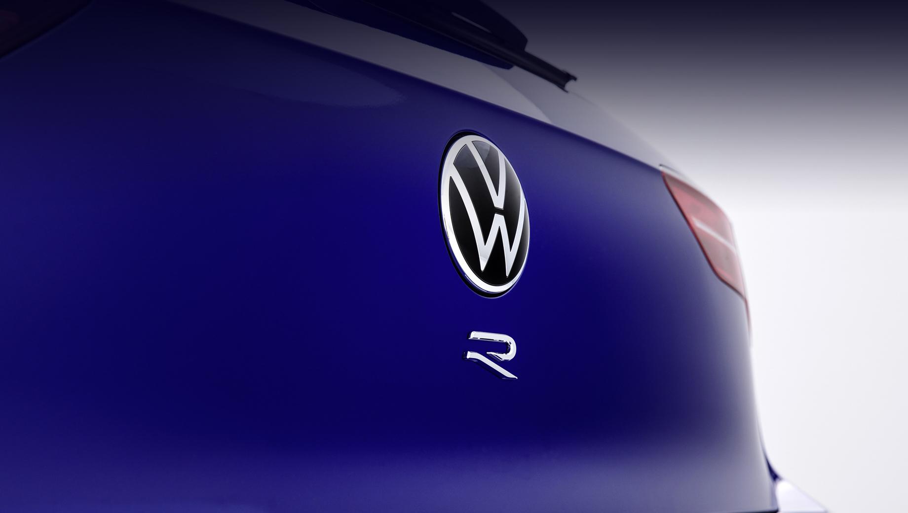 Хот-хэтч Volkswagen Golf R дебютирует через пять дней
