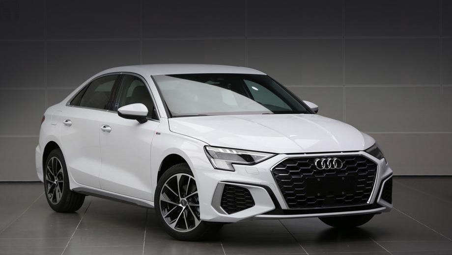 Audi a3,Audi a3 sedan,Audi a3 l sedan. По дизайну «а-третья» для Китая дословно повторяет немецкий оригинал. Отдельные нюансы в декоре, конечно, будут. Речь о двух вариантах внутренней структуры решётки и оформлении кормы.