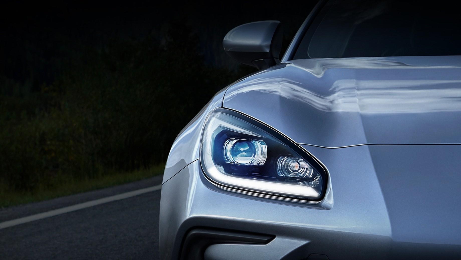 Subaru BRZ нового поколения засветился на тизерах