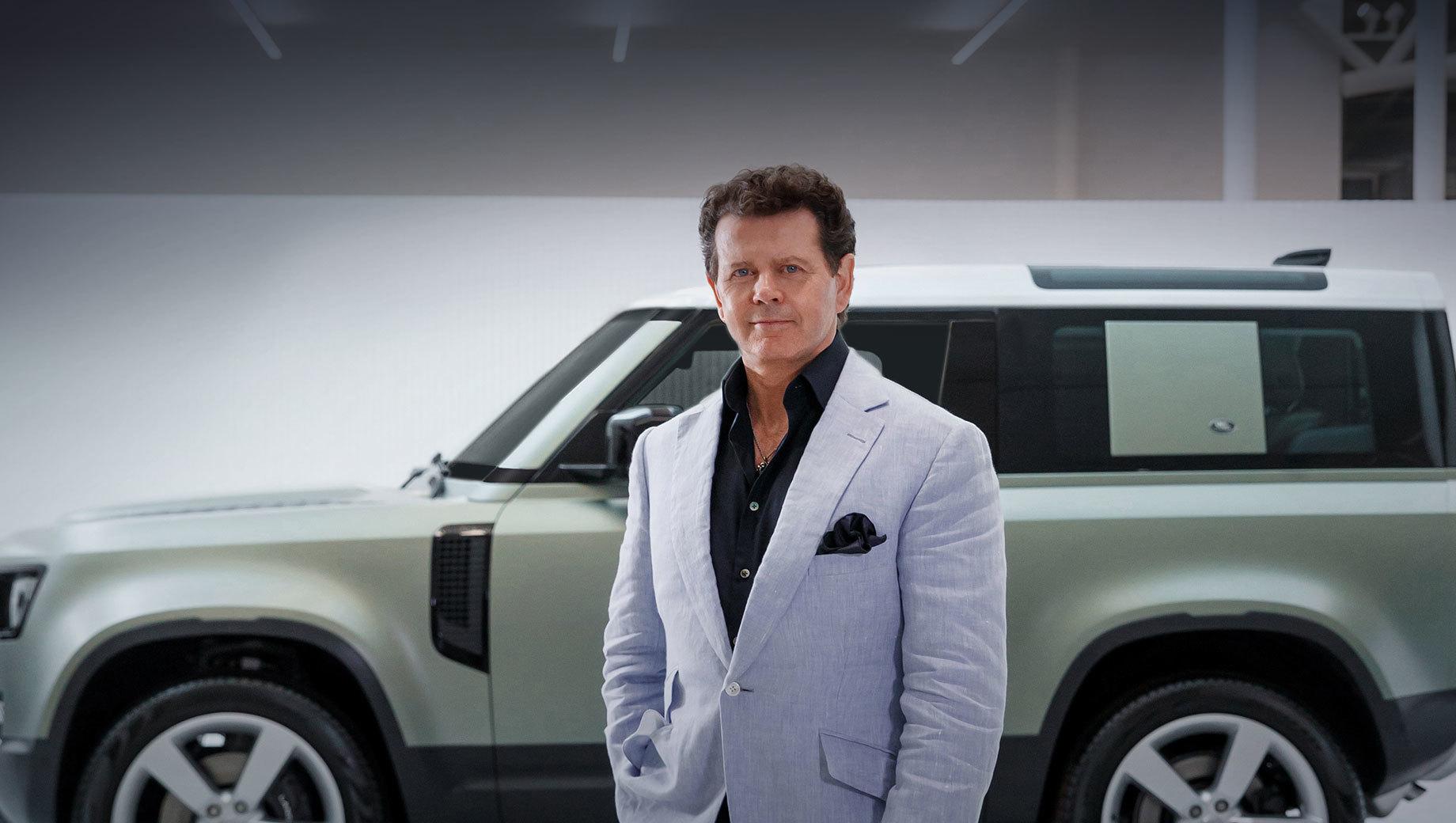 Land rover defender. После университета Ковентри и Королевского колледжа искусств в Лондоне Джерри Макговерн начал карьеру в компании Chrysler, потом перешёл в Peugeot, а затем присоединился к Rover Group. Сделав перерыв на Ford и Lincoln, дизайнер вернулся в Land Rover в 2004 году и больше его не покидал.