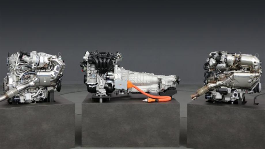 Mazda 6,Mazda cx-5,Mazda mx-5. Слева направо: рядная бензиновая турбошестёрка, четырёхцилиндровый атмосферник с заряжаемой от сети гибридной системой и рядный шестицилиндровый турбодизель. Все предназначены для продольной компоновки.