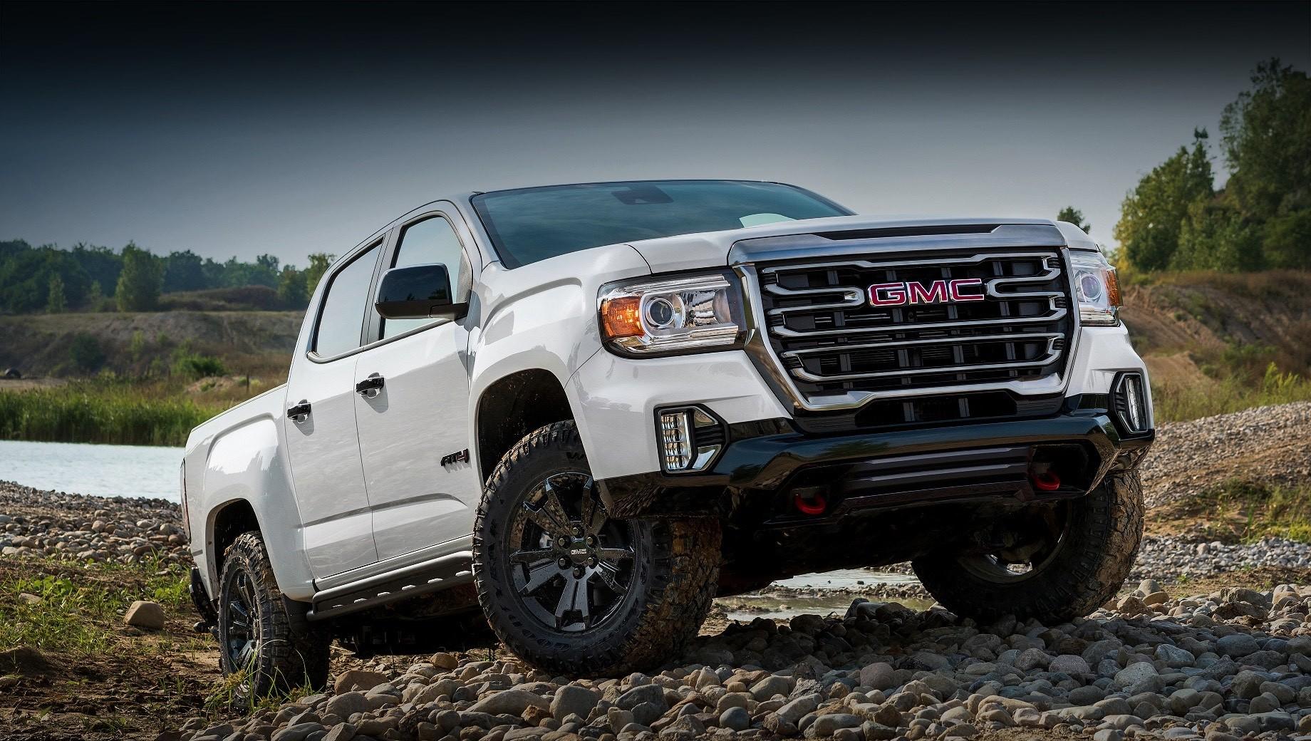 Gmc canyon,Gmc canyon at4. Продажи пикапа GMC Canyon AT4 Off-Road Performance в США начнутся до конца 2020 года, но цены объявят позже. За базовый Canyon AT4 просят $39 395 (три миллиона рублей), и у таких машин по умолчанию есть внедорожные шины Goodyear Wrangler DuraTrac диаметром 31 дюйм и полный привод с задним самоблокирующимся дифференциалом Eaton G80.
