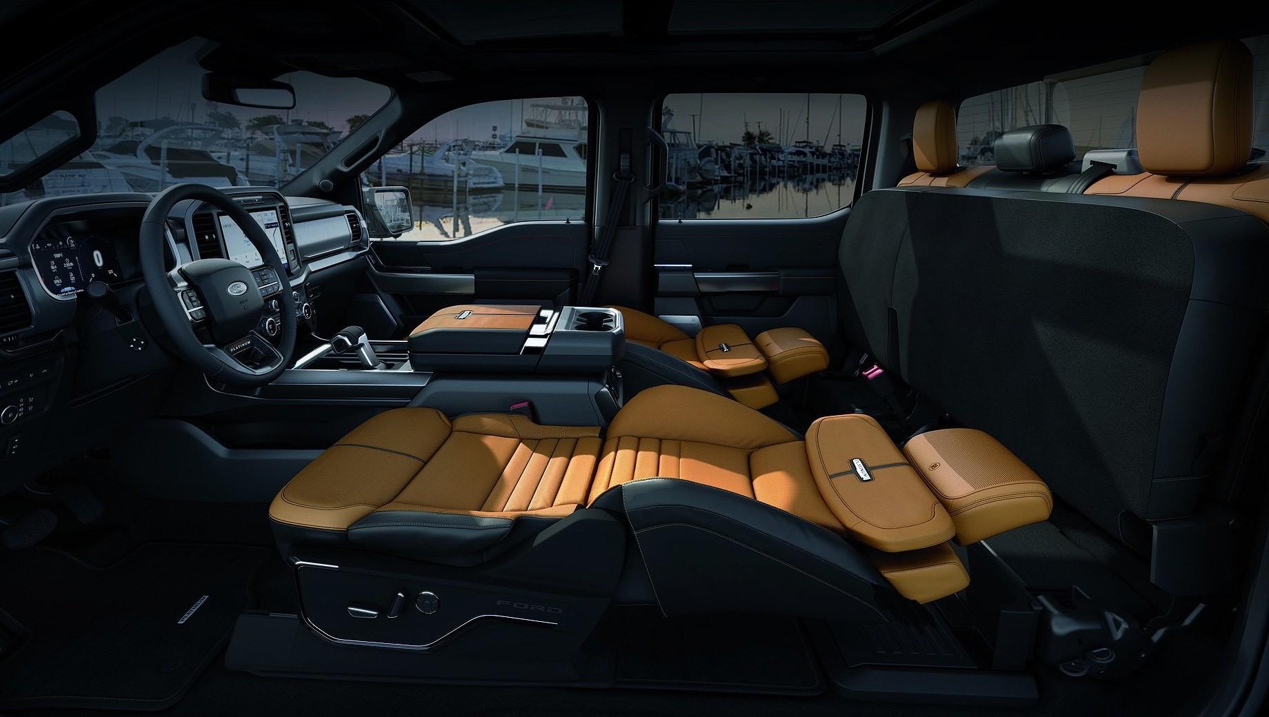 Ford f-150. Кресла-трансформеры Max Recline доступны только на пикапе Ford F-150 в исполнениях King Ranch, Platinum и Limited. Наименее дорогая из этого списка версия King Ranch оценена в $58 670 (4,5 млн рублей), а сама опция — в $340 (26 000 рублей).