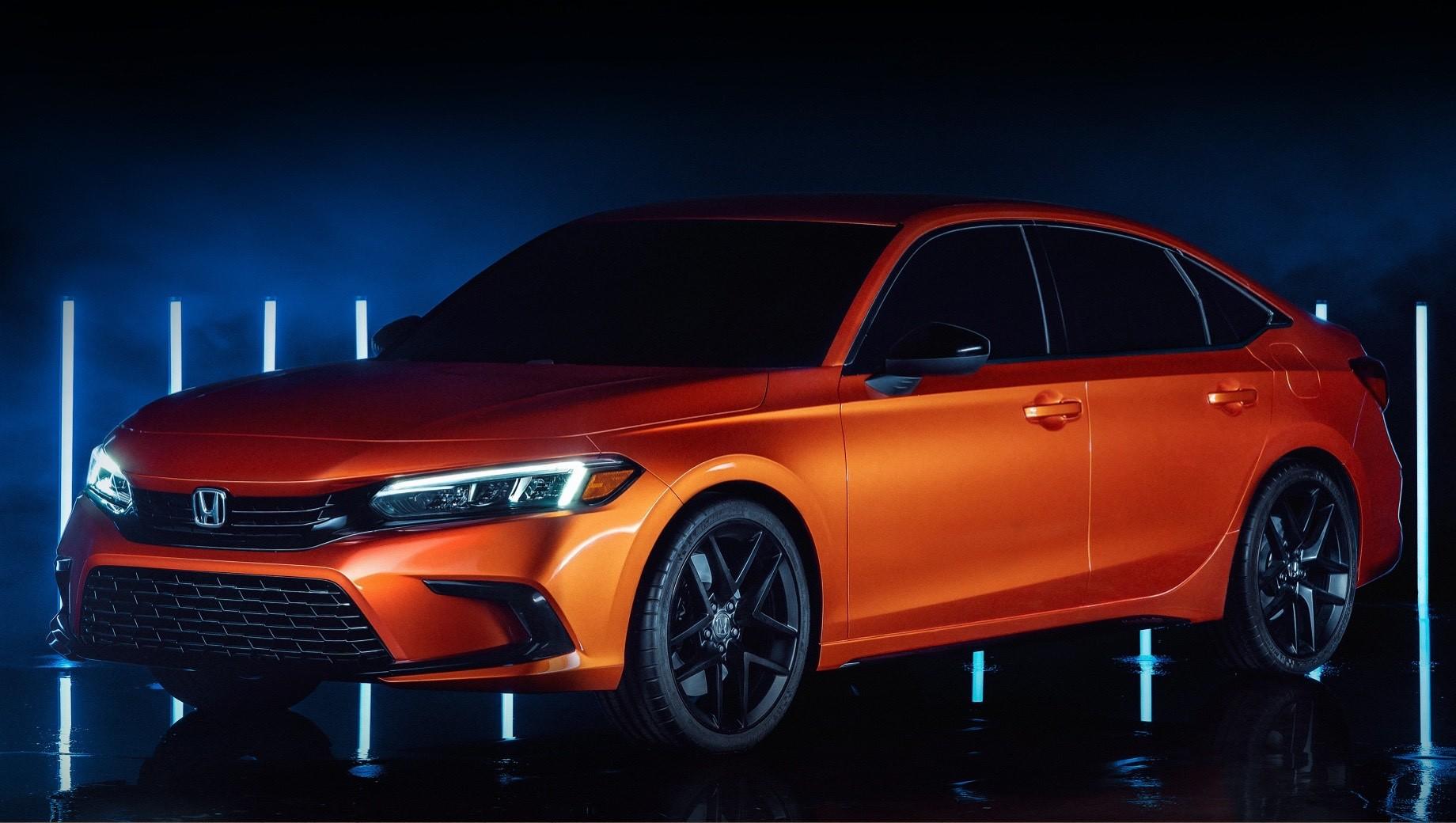 Honda civic. Продажи Сивика новой генерации в США начнутся весной 2021 года. Сначала выйдет обычный седан, затем — хэтчбек, спортверсия четырёхдверки Si и хот-хэтч Civic Type R. Седаны будут по-прежнему делать на заводах в Индиане и Онтарио. А ещё впервые на североамериканском предприятии наладят выпуск пятидверки, которую ранее поставляли из Англии.