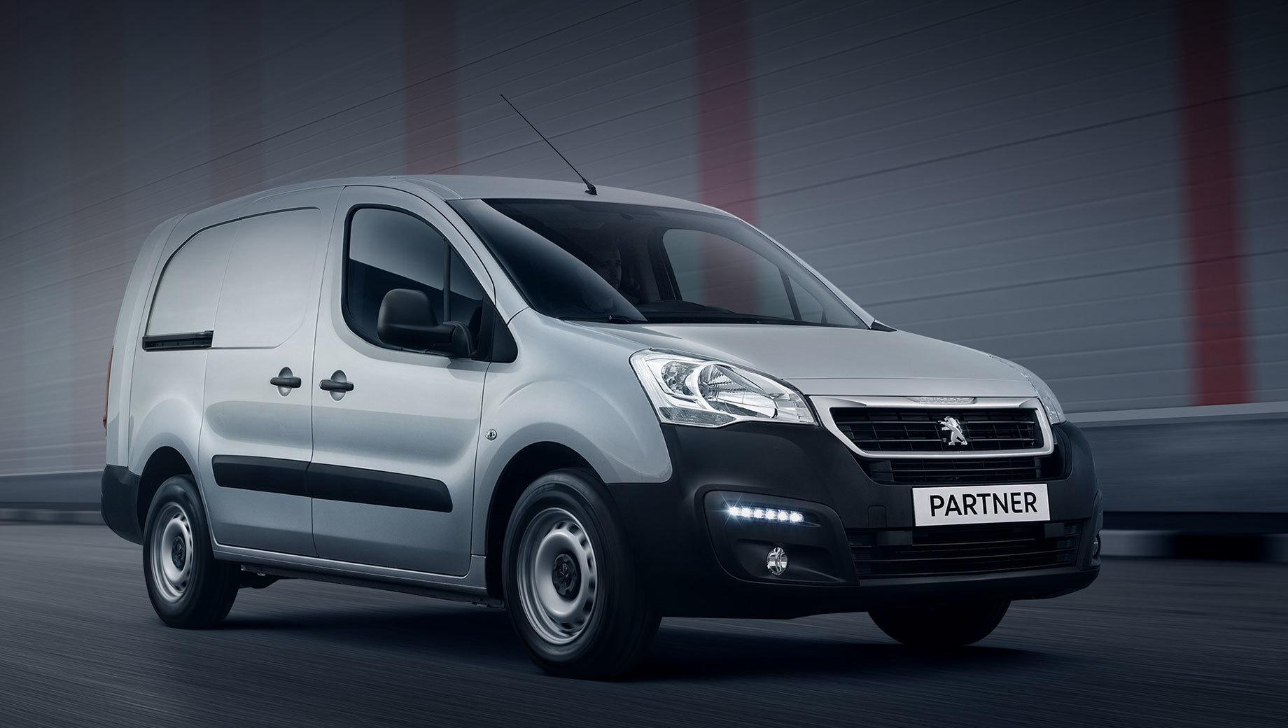 Peugeot partner. Хотя российский офис Peugeot называет калужский Partner новым, это модель предыдущего (второго) поколения. Она вышла на большинство рынков (в том числе на наш) вместе с близнецом Citroen Berlingo в 2008 году и обновилась пять лет назад.