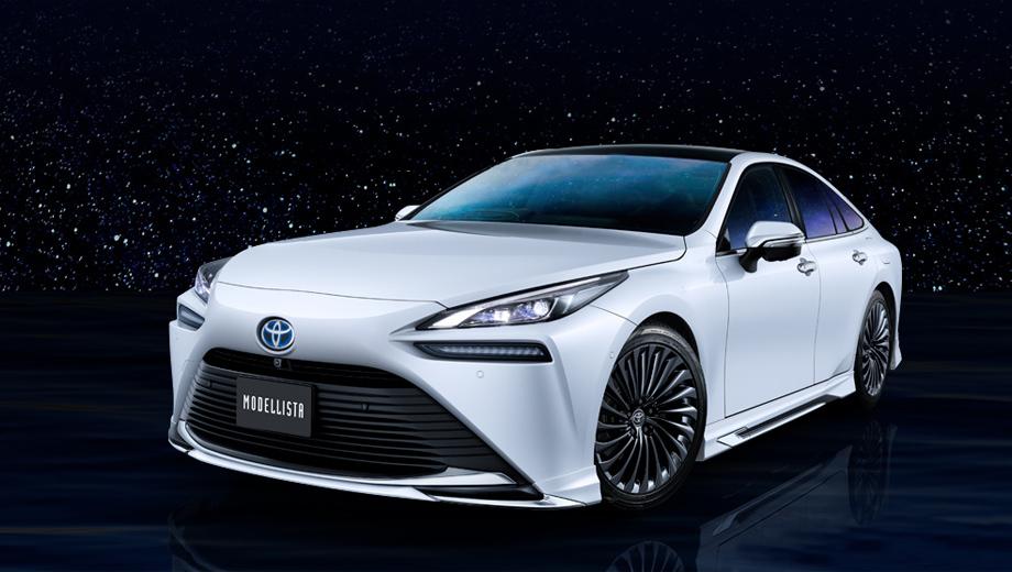 Toyota mirai. Комплект включает в себя дизайнерские накладки на пороги, бамперы, корпуса зеркал и даже дверные ручки.