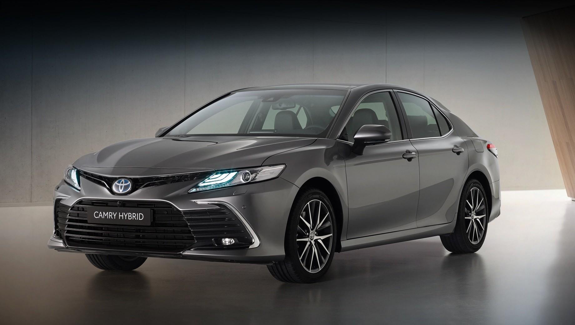 Cедан Toyota Camry для Европы поспешил обновиться