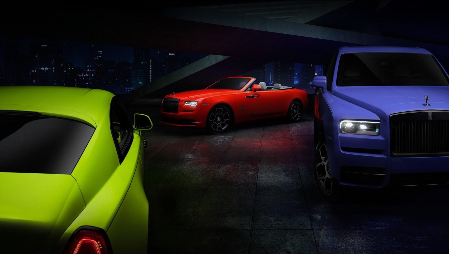 Rollsroyce wraith,Rollsroyce cullinan,Rollsroyce dawn,Rollsroyce black badge,Rollsroyce neon nights. Изначально автомобили Rolls-Royce Black Badge в спецверсии Neon Nights предназначались для рынка США. Там их реализацией займётся единственный дилер из калифорнийского курортного города Ранчо-Мираж. Для остальных стран англичане сделают по три машины в каждом цвете.