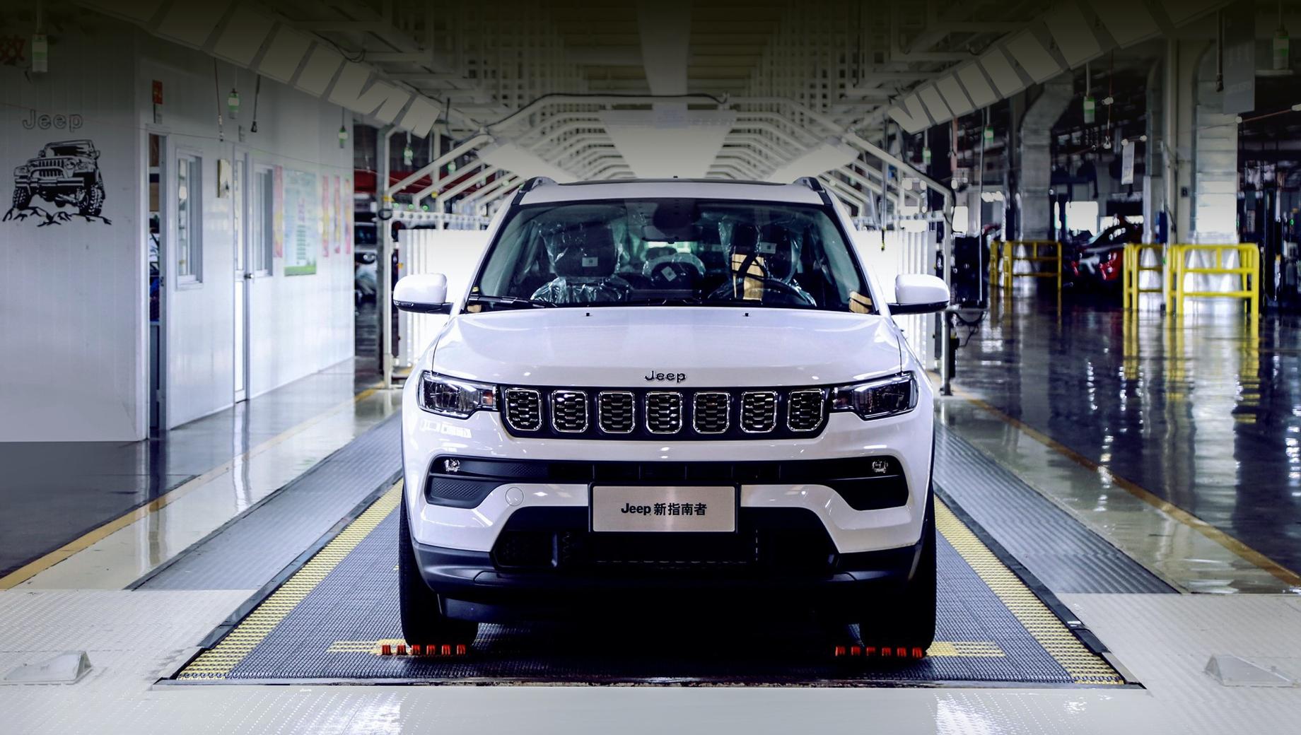 Jeep compass. Спереди новый паркетник может быть очень близок к Компасу, недавно обновившемуся в Китае. Если не идентичен.