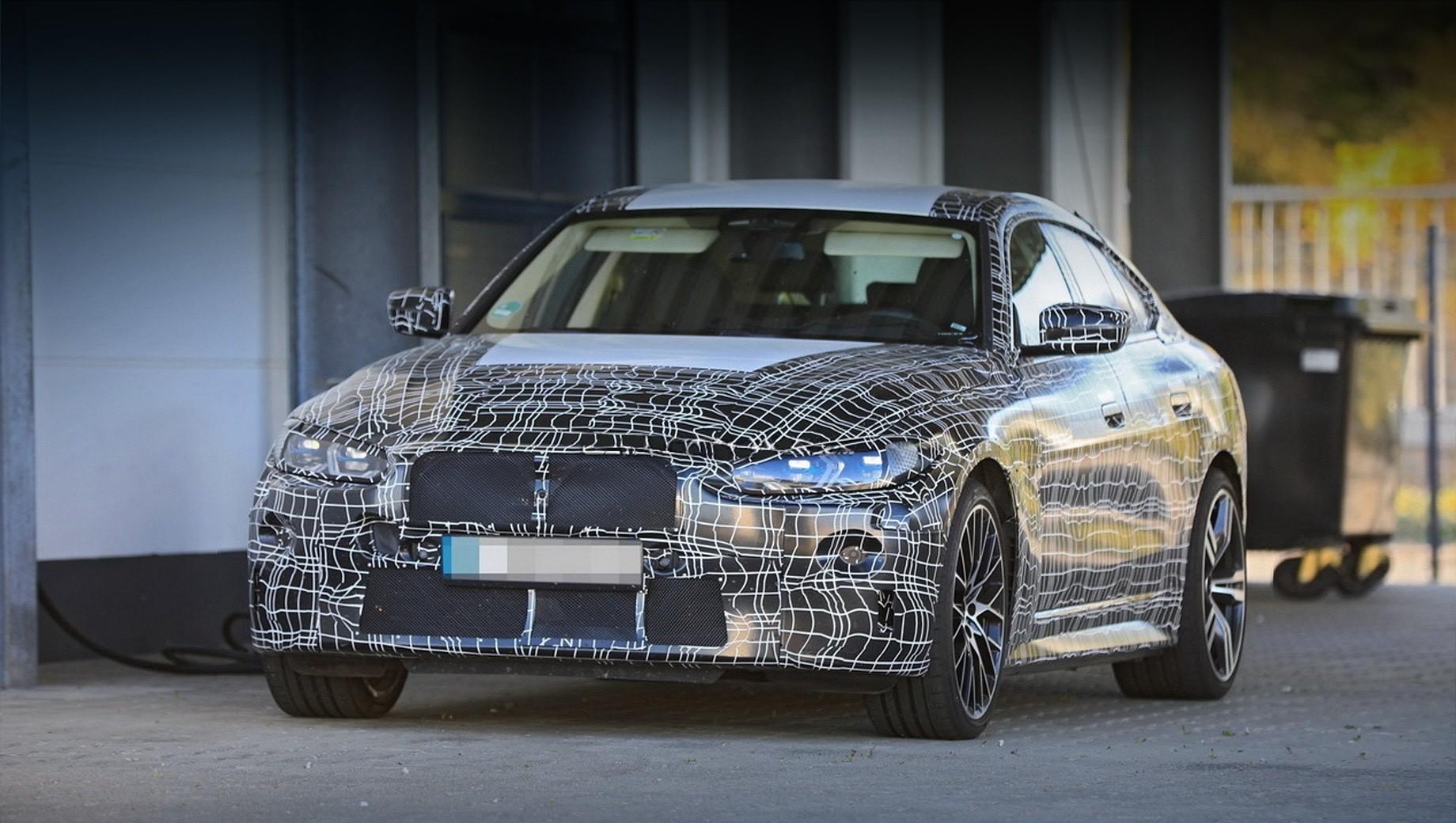 Bmw i4,Bmw i4 m. Модели BMW i435 и i440, скорее всего, будут выглядеть чуть ли не одинаково, а более спортивная версия i4 M50 xDrive получит более агрессивный обвес, колёса увеличенного диаметра и спойлер на крышке багажника. Иными окажутся и настройки подвески с тормозами.