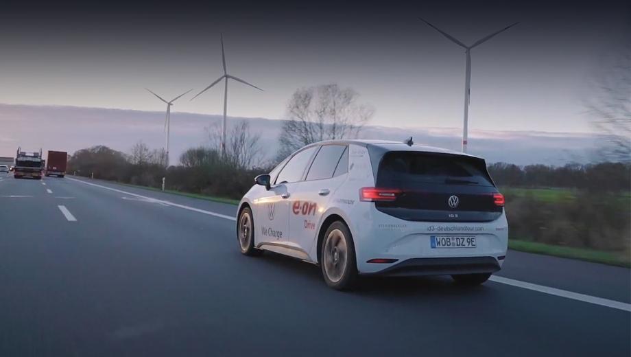 Volkswagen id 3. Перед путешественниками не стояло задачи показать наибольший пробег на одной зарядке (напротив, визиты к розеткам задумывались частыми), так что самый длинный единичный отрезок составил лишь 420 км.