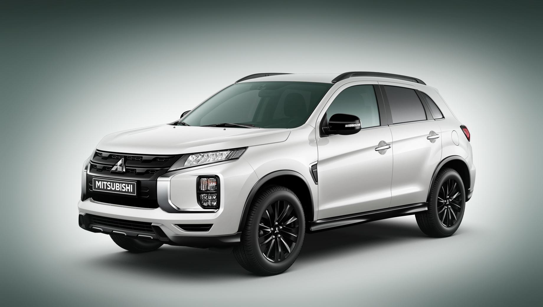 Mitsubishi asx. Внешне серию отличают чёрные решётка радиатора, зеркала и легкосплавные колёсные диски (18 дюймов). За цвет «белый перламутр» доплата — 22 000. Есть также серый и чёрный варианты окраски кузова.