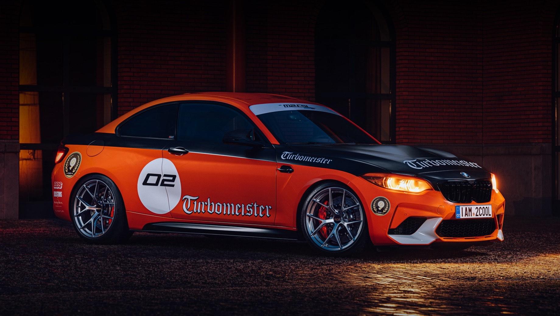 Bmw m2,Bmw m2 competition,Bmw m2 csl. Двухдверка BMW M2 CSL Turbomeister Edition оснащена титановым выпуском Akrapovic, который на 45% легче стандартного, и ультралёгкими коваными 19-дюймовыми колёсами BBS FI-R с шинами Michelin Pilot Sport Cup 2. Доработкой мотора занималась голландская фирма Beek Auto Racing.