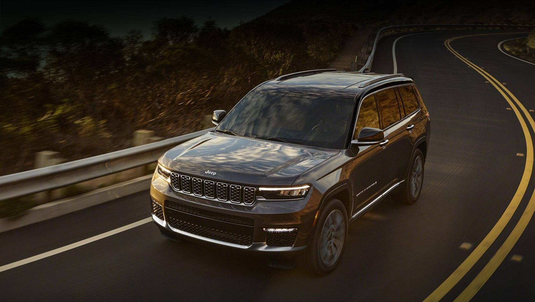 Jeep grand cherokee,Jeep grand cherokee l. Постоянные высокие результаты американских продаж «четвёртого» Grand Cherokee иначе как феноменом не назвать. Например, за три квартала прошлого года модель разошлась тиражом в 152 856 машин, уступив лишь Эксплореру с его 160 209 единицами.