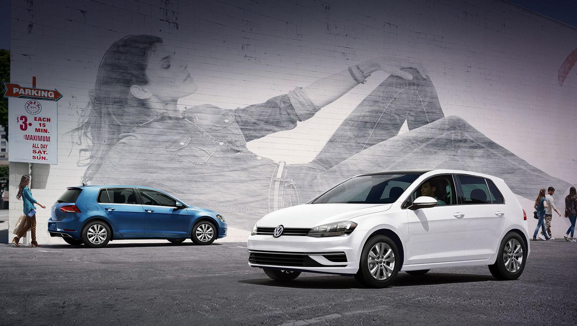 Volkswagen golf,Volkswagen golf r,Volkswagen golf gti. Сейчас «седьмой» Golf предлагается в США только с турбочетвёркой 1.4 TSI (150 л.с., 250 Н•м). Вариант при шестиступенчатой «механике» стоит от $24 190 (1,78 млн рублей), с «автоматом» Aisin на восемь передач  — от $24 990 (1,84 млн). Golf GTI (2.0 TSI, 231 л.с., 350 Н•м) «начинается» с $29 690 (2,2 млн).