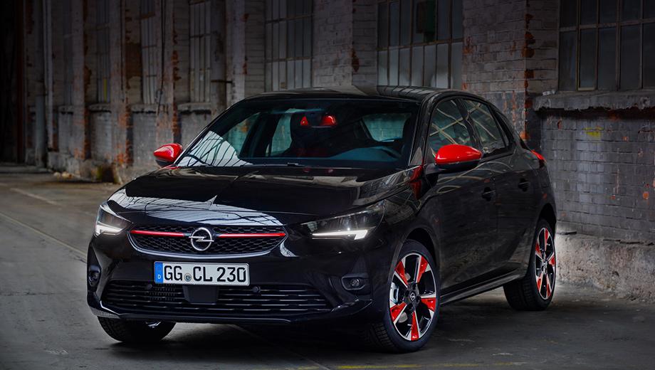 Opel corsa. Приятным дополнением к 17-дюймовым дискам выступает полный комплект зимних и летних шин, не требующий доплаты, как и камера заднего вида, датчики парковки, обогрев передних сидений и руля.