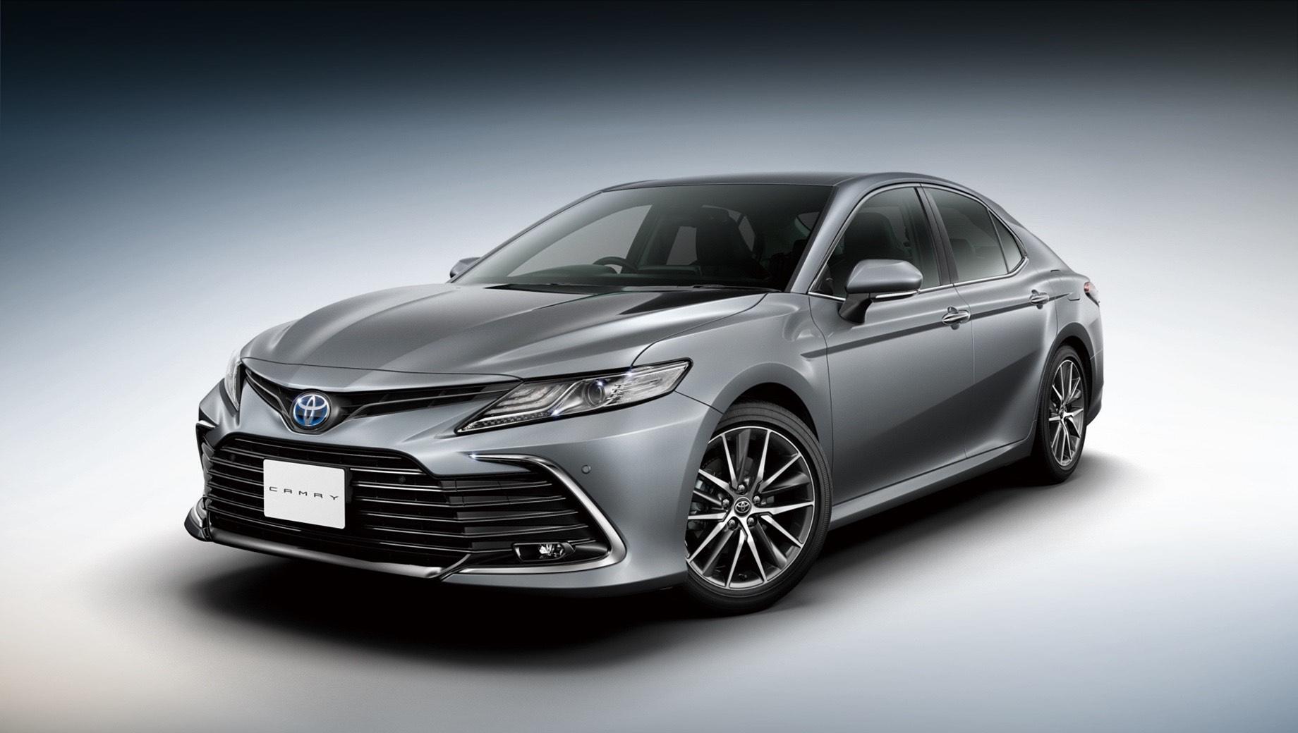 Японцам предложен обновлённый седан Toyota Camry