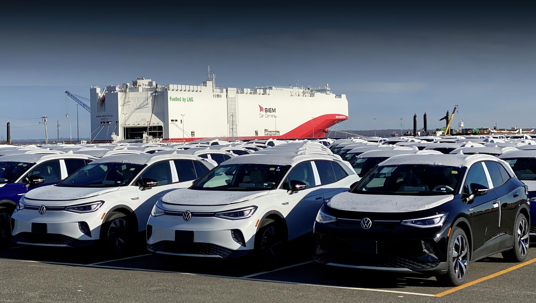 Volkswagen id 4. Паркетник ID.4 за океан пока поступает из Европы. Выпуск модели идёт в немецком Цвиккау, а для рынка Китая машина локализована в Антине и Фошане. В 2022 году к этому списку производств добавятся Эмден (Германия) и Чаттануга (США).