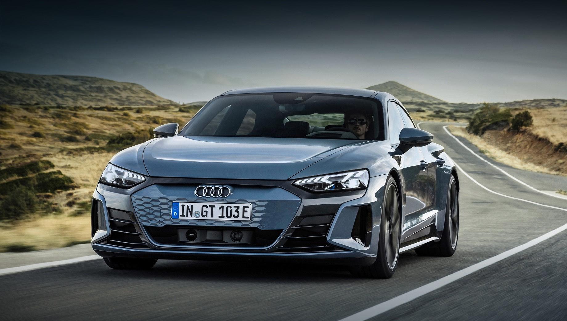Седан Audi e-tron GT стал первым электрокаром RS-серии