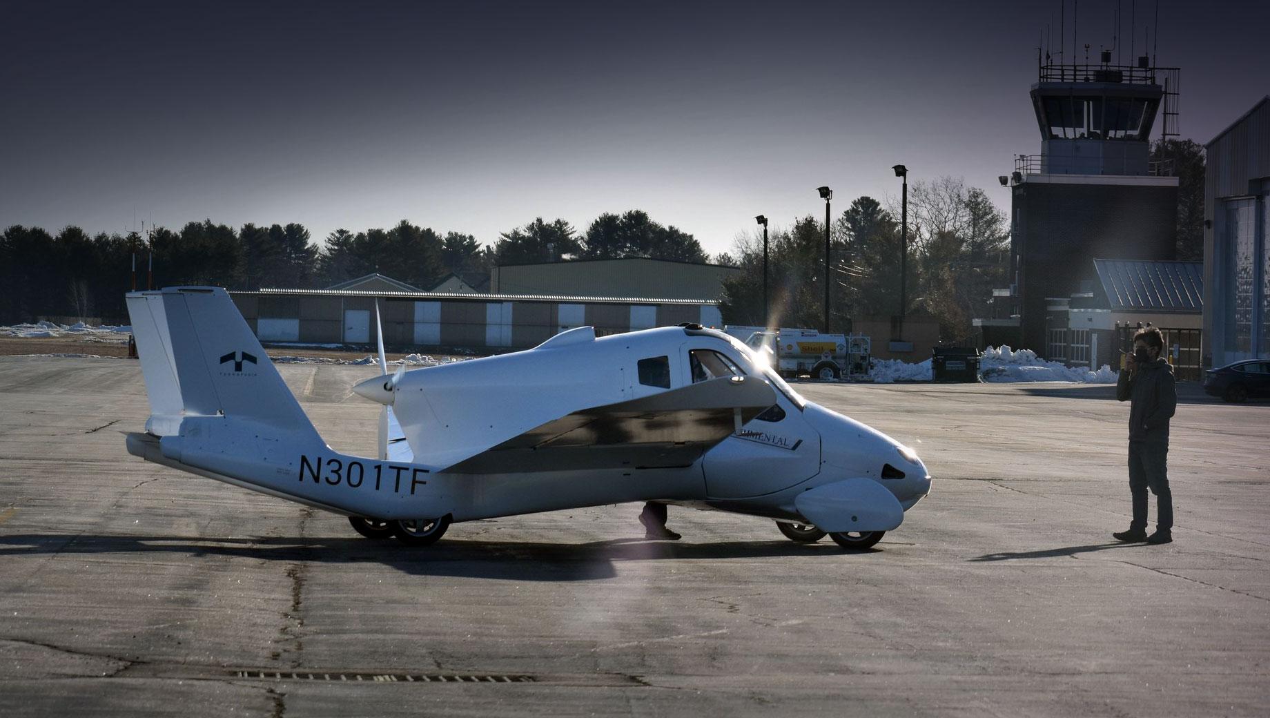 Дорожный самолёт Terrafugia Transition получил допуск к полётам