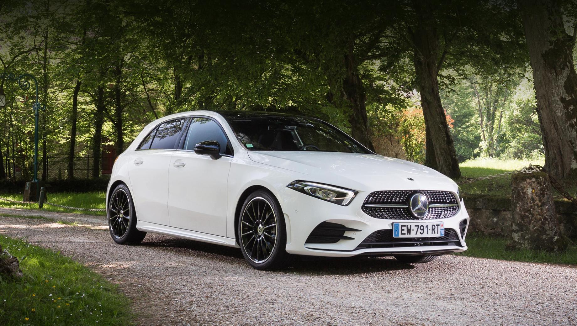 Mercedes a. В России А-класс стоит от 2 560 000 рублей за 150-сильный хэтчбек A 200 и от 2 490 000 за аналогичный седан. В 2020 году хэтчбеки-«ашки» в России приобрёл 461 человек, а седан А-класса — 659.