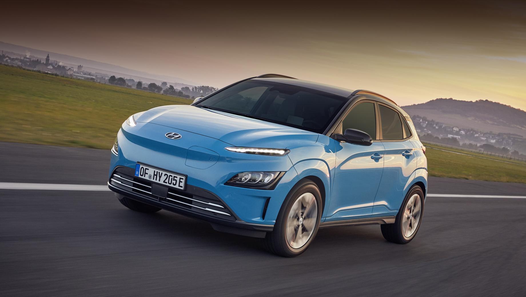 Hyundai kona electric,Hyundai veloster n etcr. Тут показана электрическая Kona после рестайлинга, проведённого для всех версий минувшей осенью. Есть две модификации: мощностью 136 сил (395 Н•м) с батареей 39,2 кВт•ч и запасом хода 305 км (WLTP) и 204 л.с., 64 кВт•ч, 484 км.