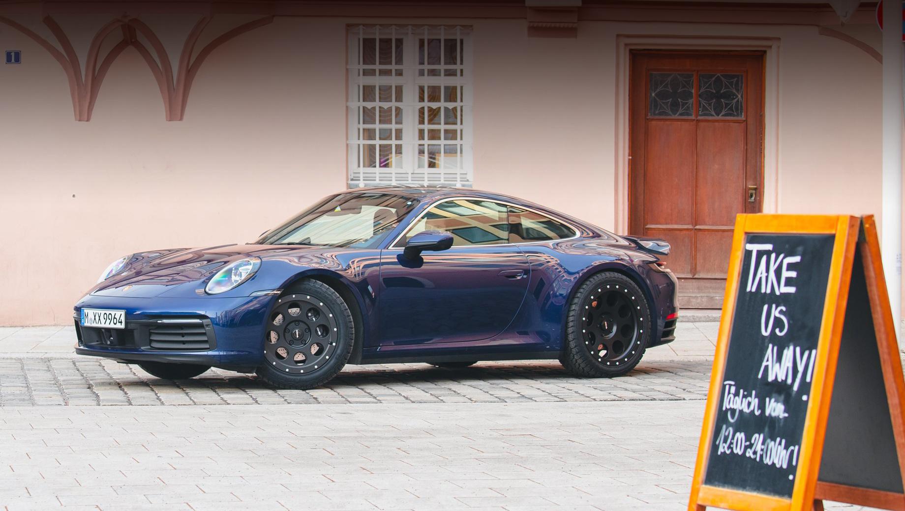 Porsche 911. Проект основан на модификации 911 Carrera 4, поэтому тут оппозитная битурбошестёрка 3.0 (385 л.с., 450 Н•м), восьмиступенчатый «робот» и полный привод.