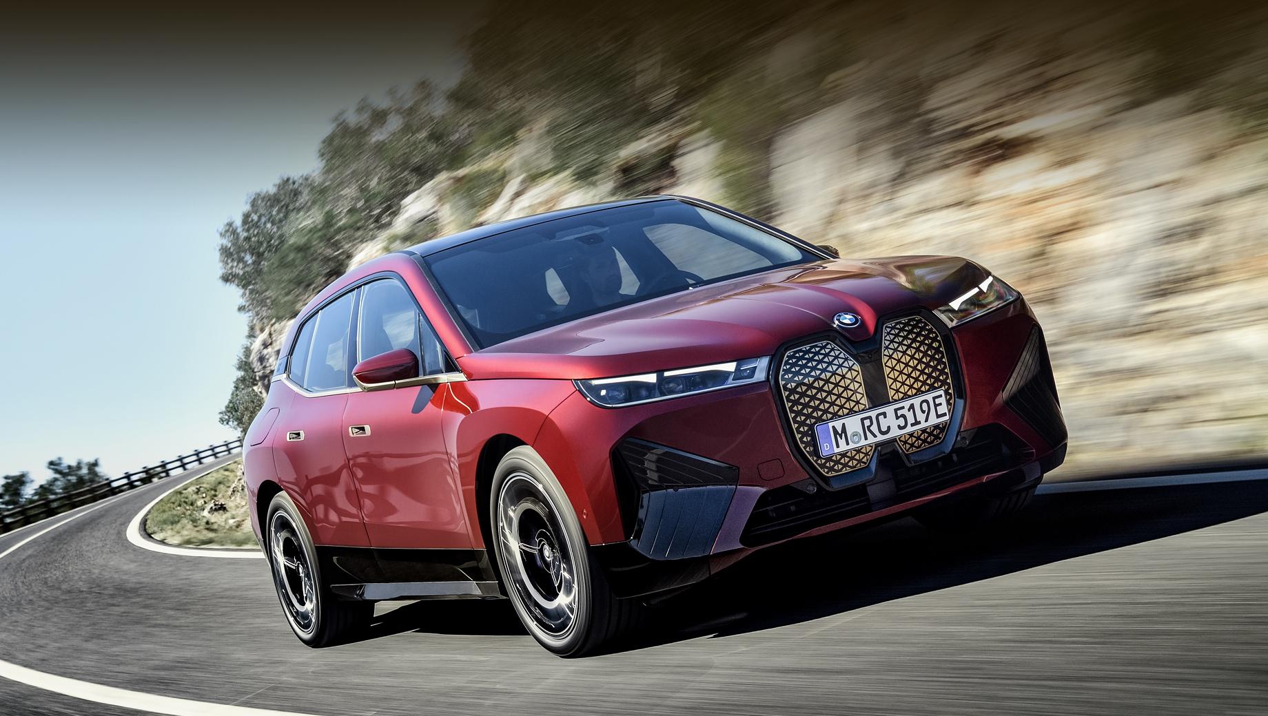 Кроссовер BMW iX попадёт в Россию в следующем году