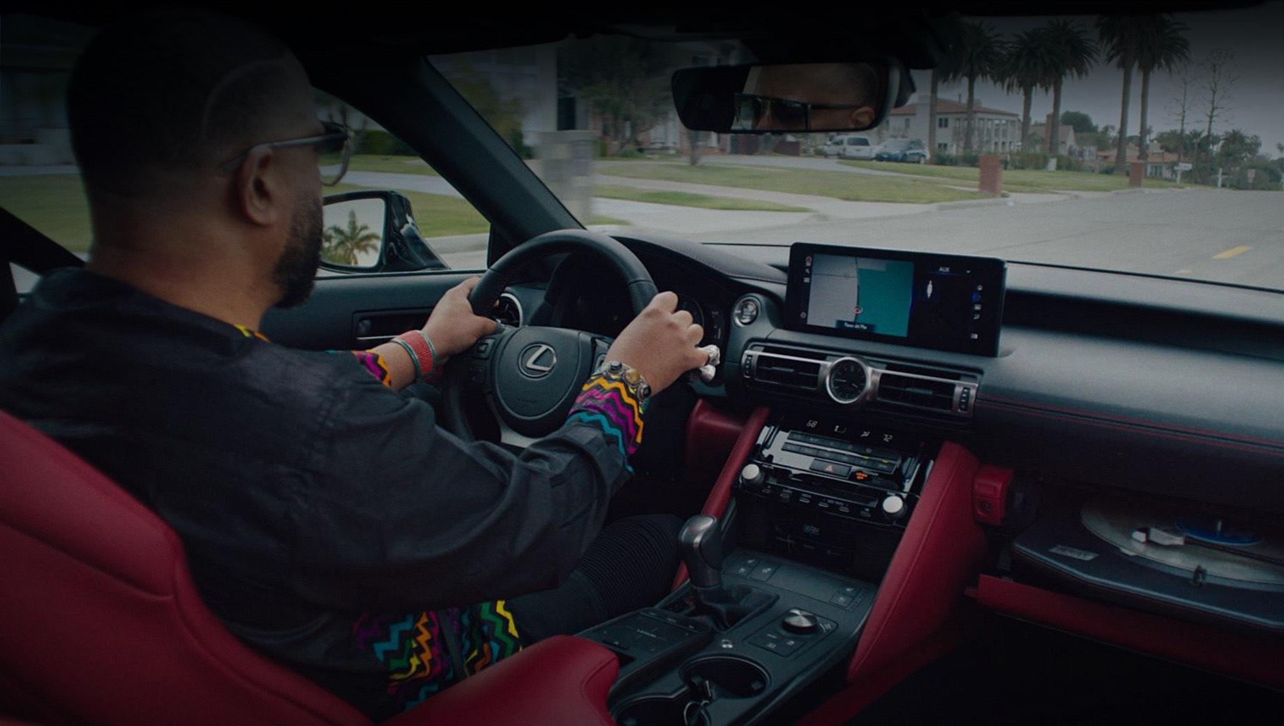 Концепт Lexus IS Wax Edition проиграл винил в движении