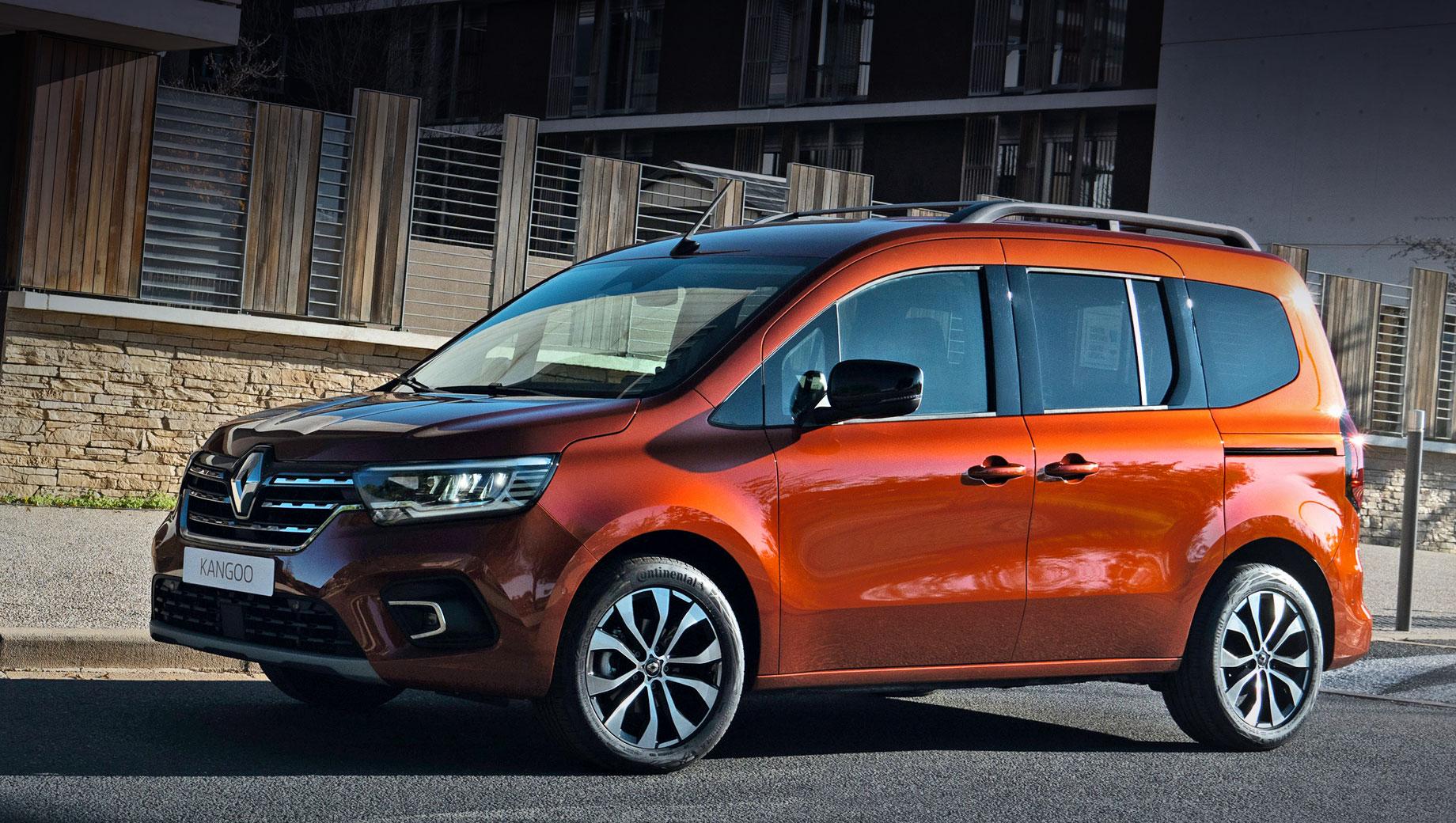 Renault kangoo. Renault не сомневается, что «атлетичный» Kangoo в Европе снова войдёт в тройку лидеров сегмента, поскольку «сделал шаг в сторону» от комтранса, вплотную приблизившись к легковушкам. Размеры: 4486×1919×1838 мм, между осями — 2716, клиренс — 164 мм. Колёса на фото — 17-дюймовые.