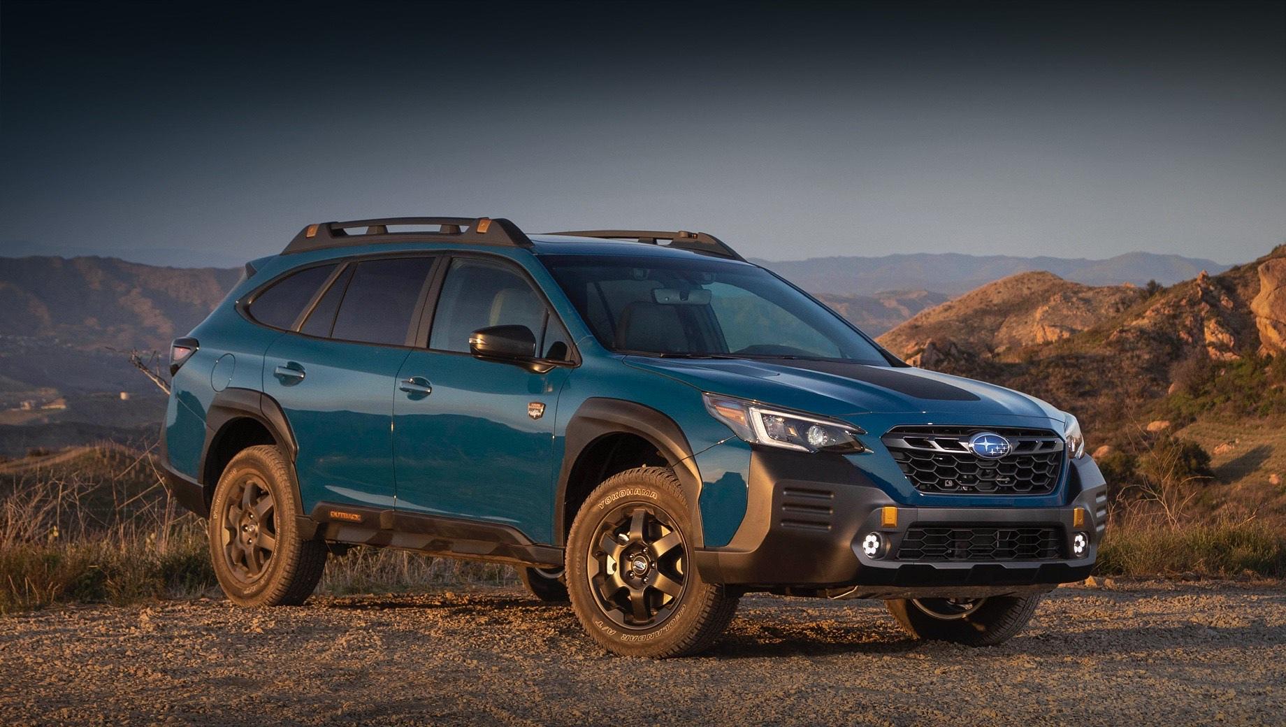 Subaru outback,Subaru outback wilderness. Subaru Outback Wilderness отличается от собратьев иными бамперами и передними противотуманными фарами, оригинальными решёткой радиатора и рейлингами, а также матовой наклейкой на капоте. Новые чёрные легкосплавные колёса обуты в шины Yokohama Geolander на 17 дюймов.