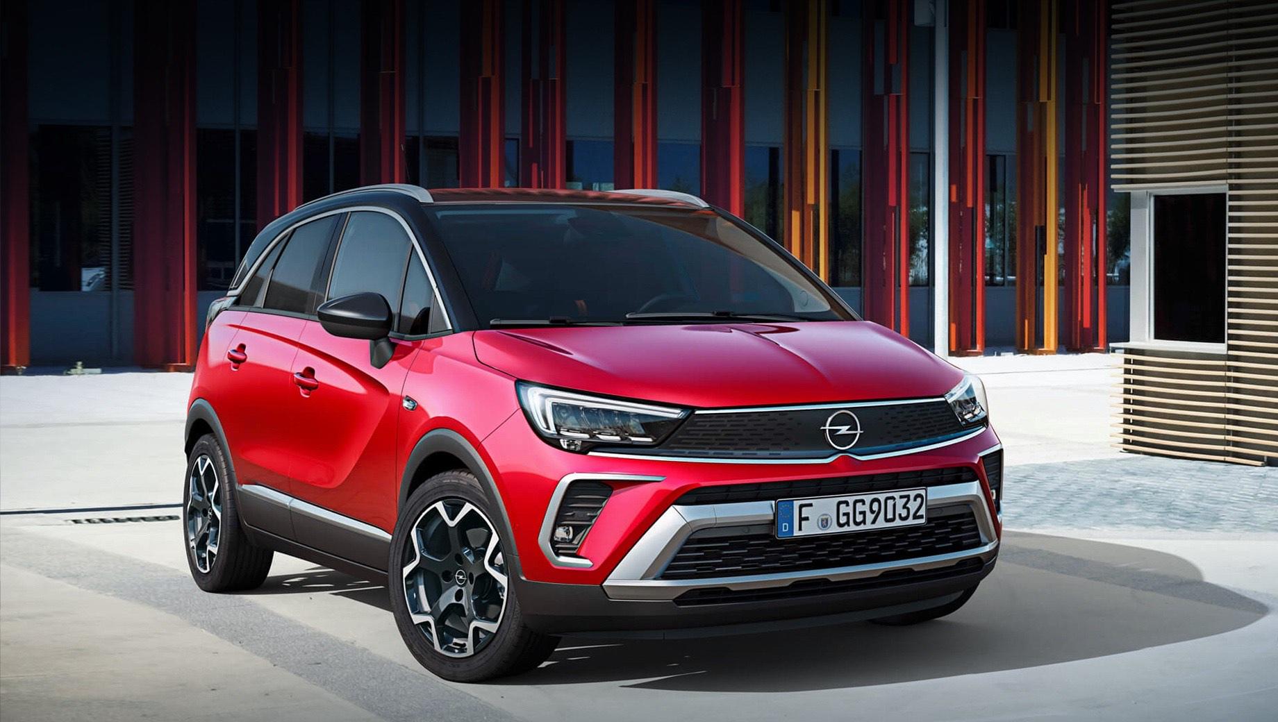 Opel crossland. Crossland родился в 2017 году и базируется на старой платформе PF1 (McPherson спереди, балка сзади). По размерам это модель B-класса: 4217×1976×1605 мм, колёсная база — 2604, клиренс — около 170 мм. Производством Кросслендов занимается только испанский завод в Сарагосе.