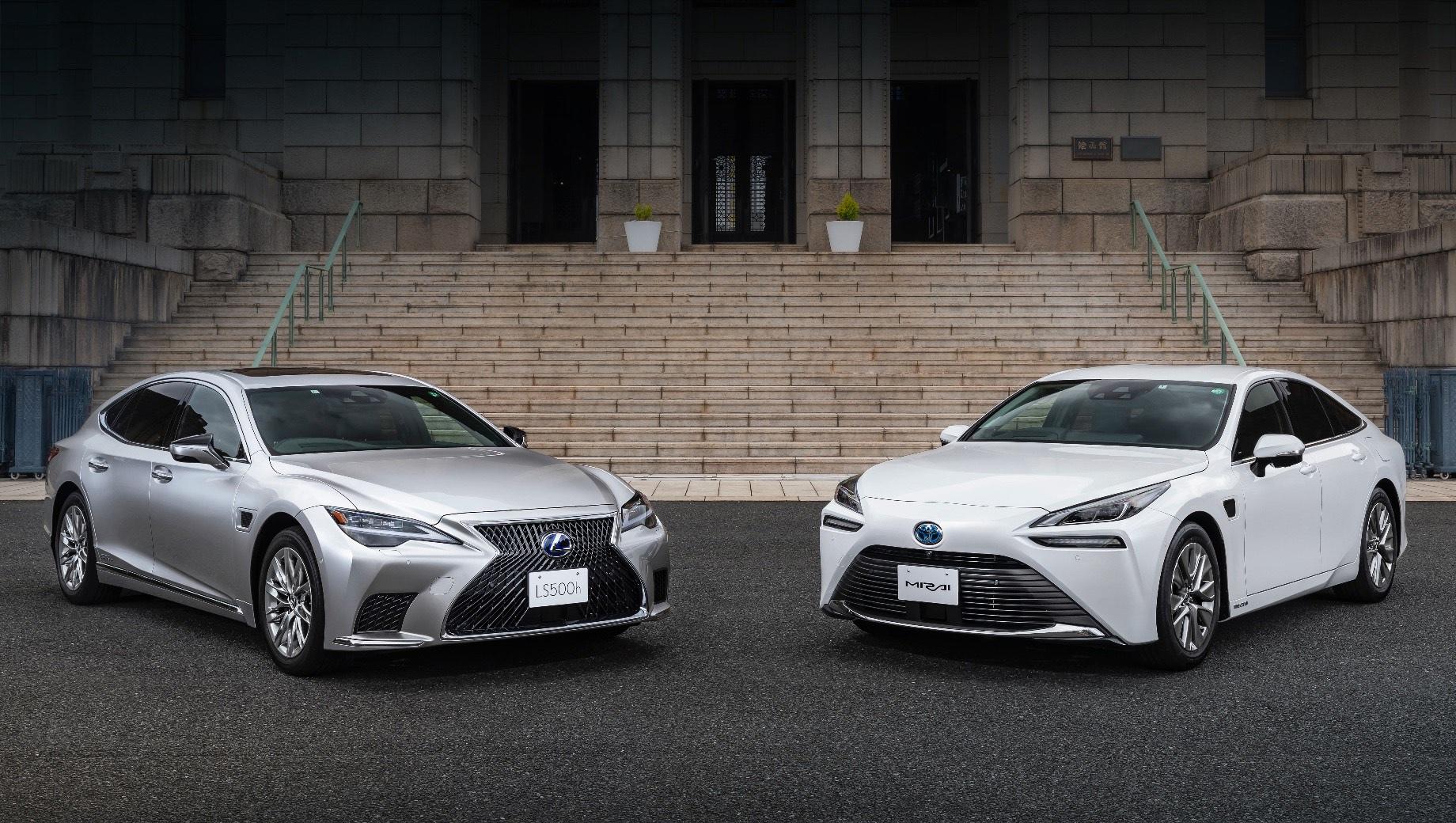 Lexus LS и Toyota Mirai научились ездить самостоятельно