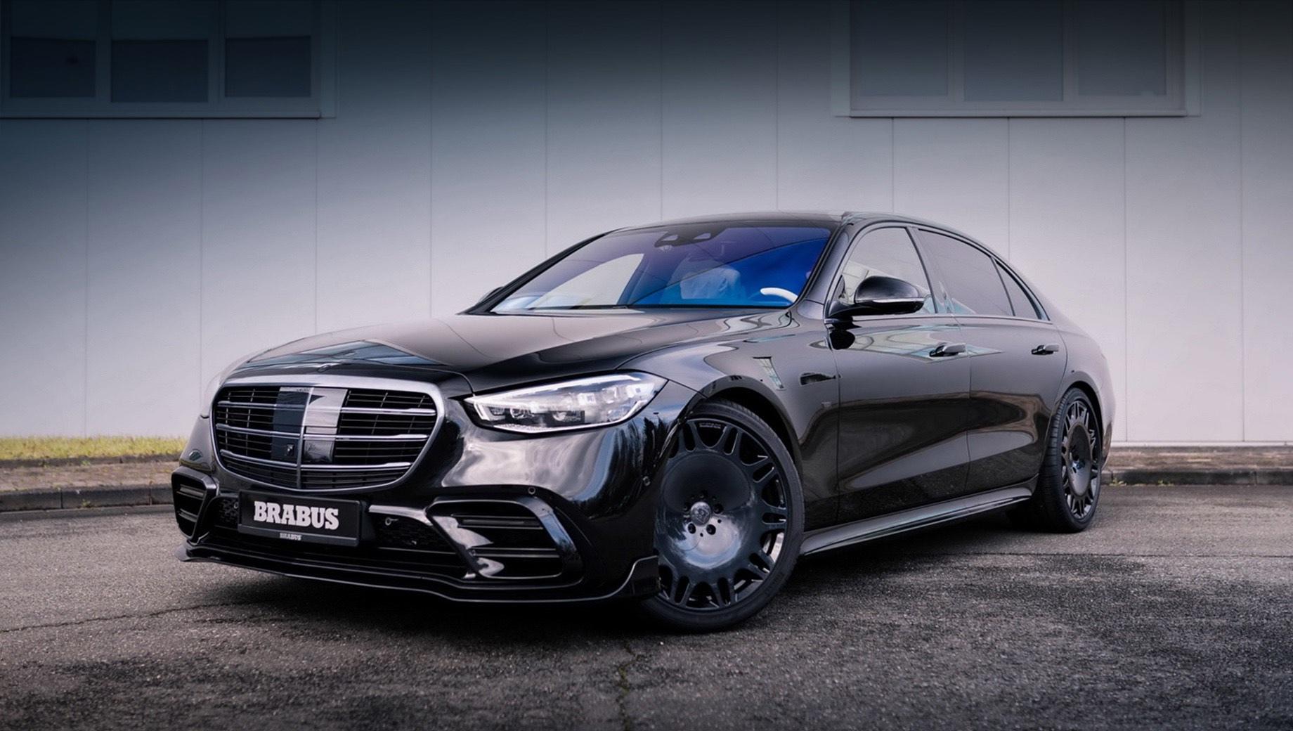 Mercedes brabus  s,Mercedes s. Для S-класса с пневмоподвеской Airmatic тюнинг-ателье предлагает модуль управления Brabus Airmatic Sports Unit, с которым дорожный просвет уменьшается на 25 мм.