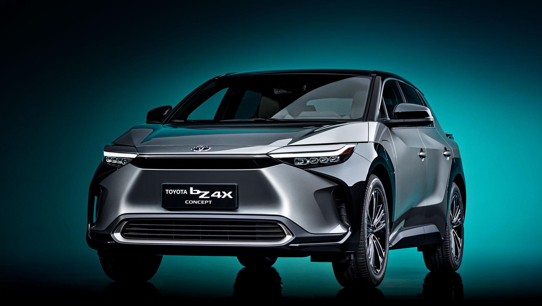 Toyota concept,Toyota bz4x. Дизайн экстерьера совмещает стремительные формы и линии (dynamism) с практичностью и утилитарностью (utility). Решётки нет, а расположение диодной светотехники и датчиков охарактеризовано как «наконечник молота» (hammerhead). По размерам bZ4X близок к компакту RAV4.