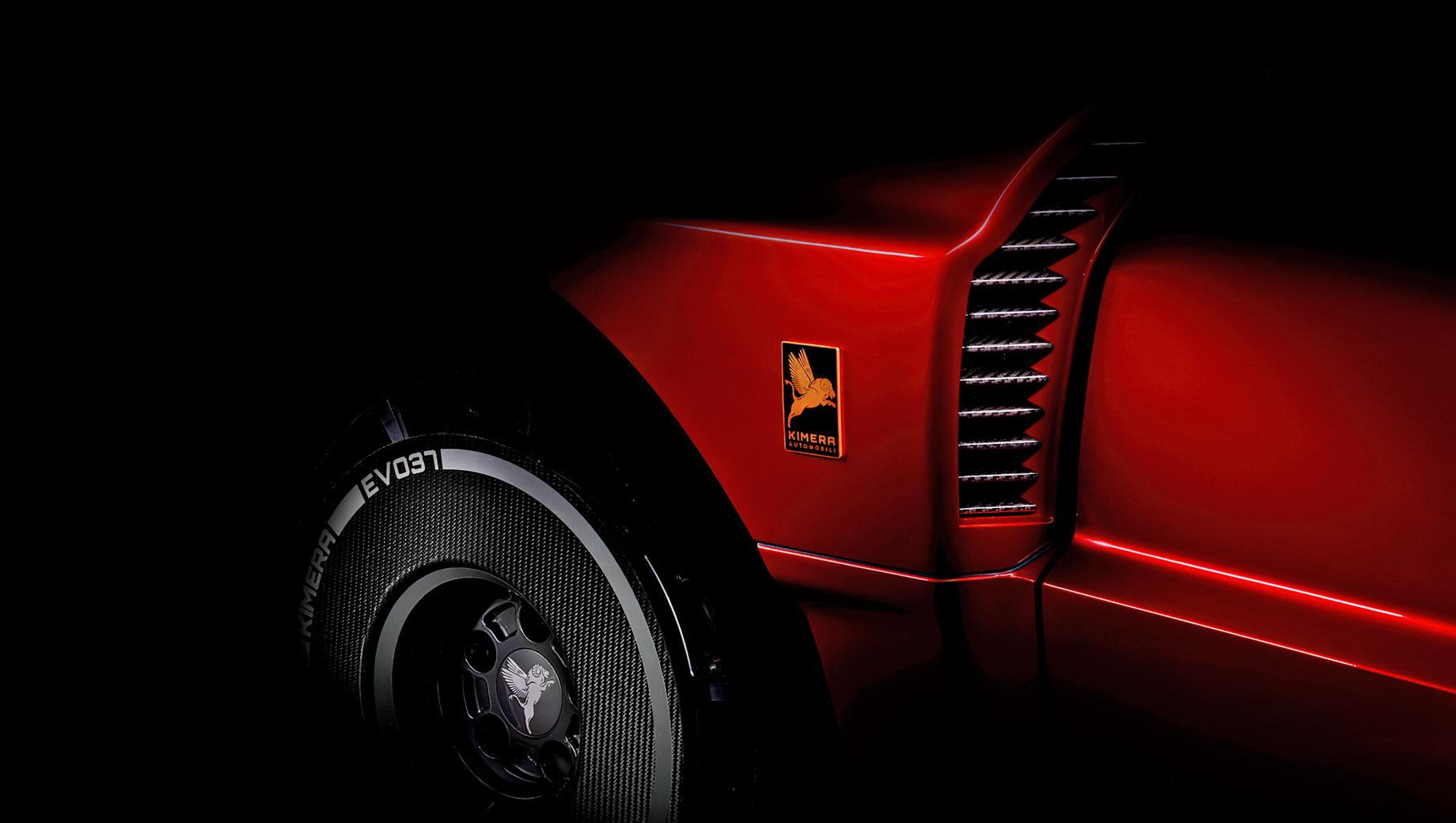 Lancia 037. Дебют купе Kimera EV037 состоится 22 мая 2021 года, а цена каждого автомобиля — примерно 500 тысяч евро. Тираж заднеприводных версий не превысит 37 экземпляров.