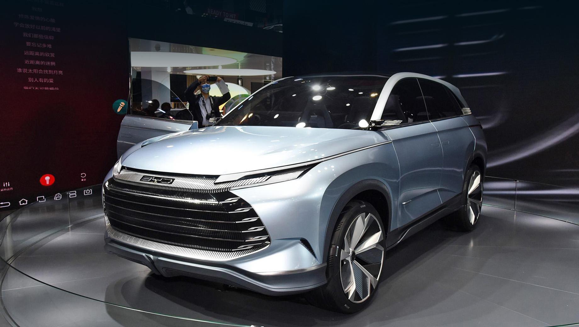 Byd x dream,Byd ea1. Шоу-кар X Dream показывает, как эволюционирует дизайн топовых моделей BYD. Впрочем, в основе всё равно лежит стиль Dragon Face, как у последних творений бренда.