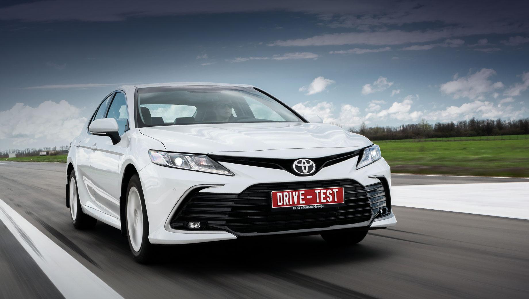 Toyota camry. Всё начинается с 1 846 000 рублей за «Стандарт» с двухлитровым мотором и вариатором. Седан с двигателем 2.5 обойдётся не меньше, чем в 2 117 000. А шесть цилиндров — это минимум 2 669 000.