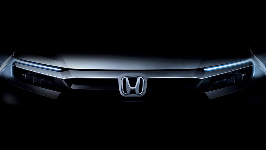 Honda br-v. Тонкие ходовые огни в виде перевёрнутой «L» напоминают американский Passport. Впрочем, подобную «световую подпись» получил и новый Civic. Даже грубое сравнение размеров логотипа и машины говорит, что новичок относится к компактам или субкомпактам.