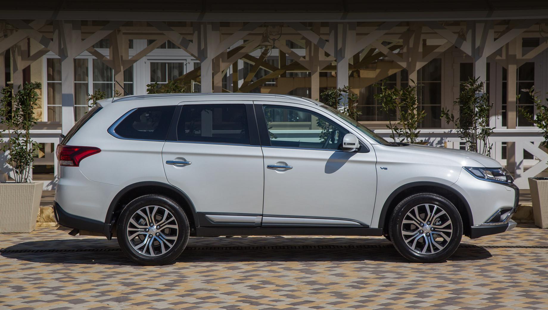 Mitsubishi и Mercedes-Benz объявили об очередных отзывах
