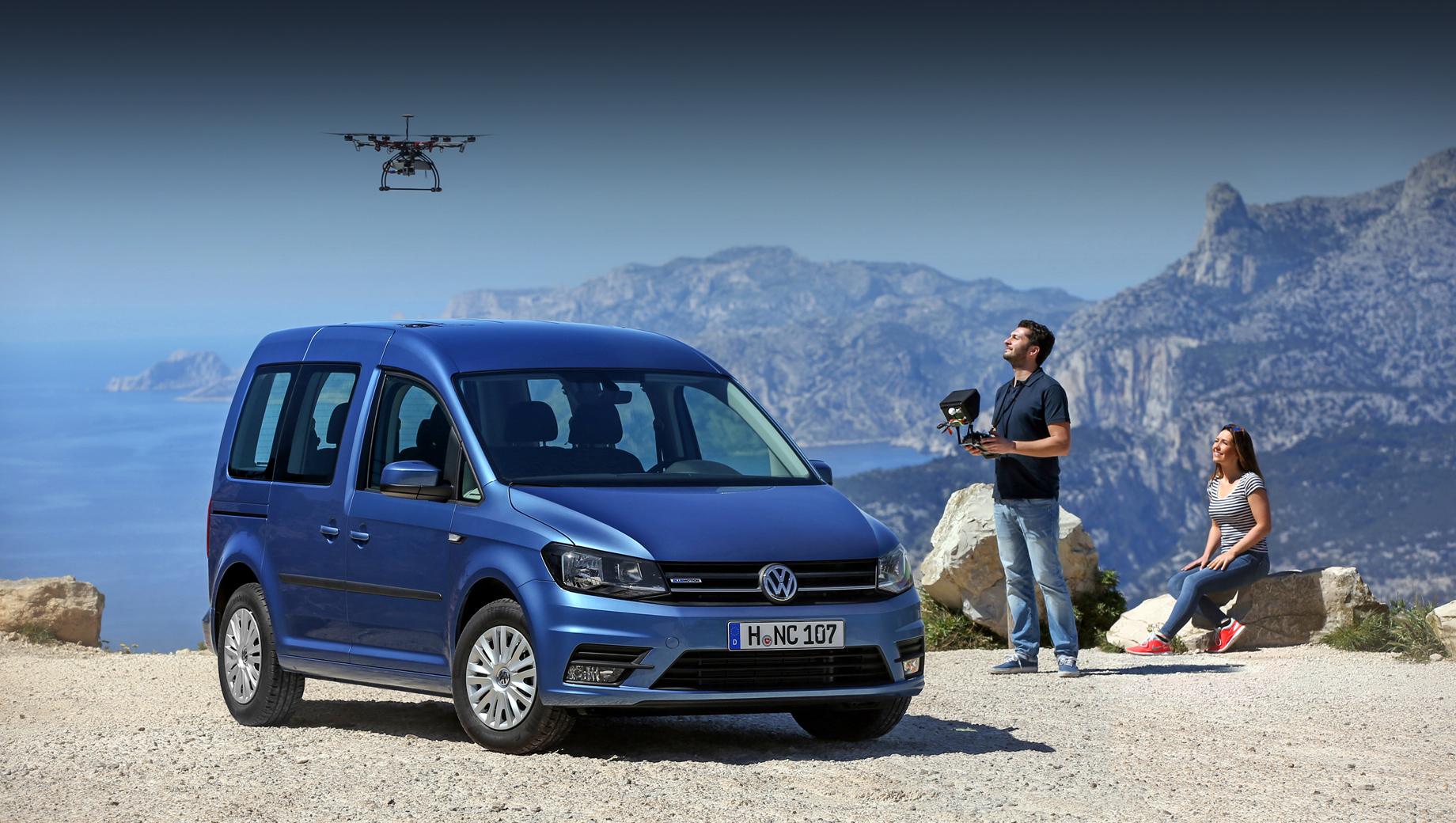 Volkswagen caddy. Caddy мелькает в отзывных кампаниях нечасто. В России его звали на сервис в 2019-м из-за некорректно выполненной обивки передних сидений, способной повлиять на раскрытие боковых подушек безопасности. А ещё была кампания в 2020-м с проданными прототипами.
