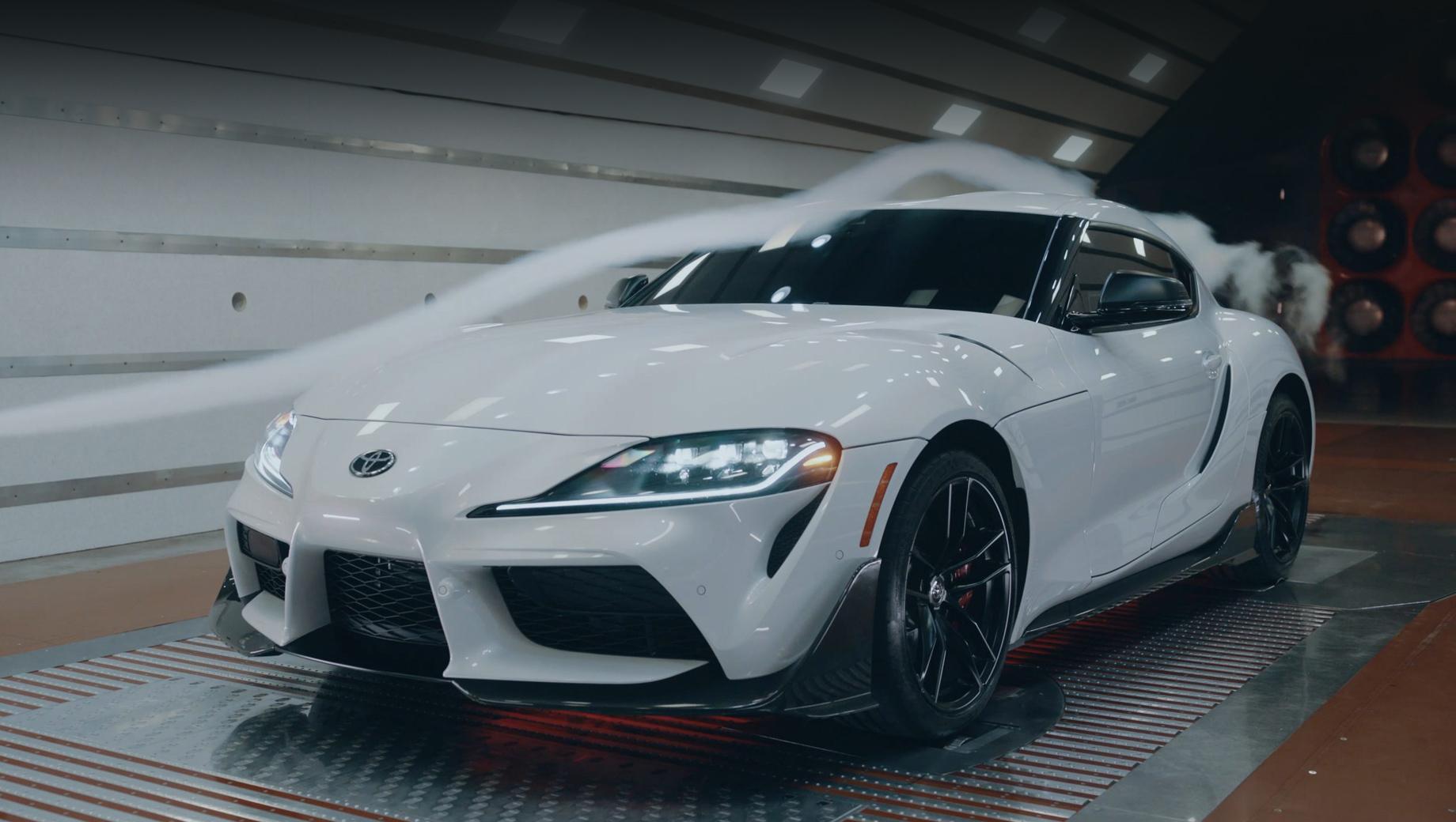 Toyota supra. Детали специальной серии доводились в аэродинамической трубе, так что элементы обвеса далеко не декоративные, а увеличивают прижимную силу.