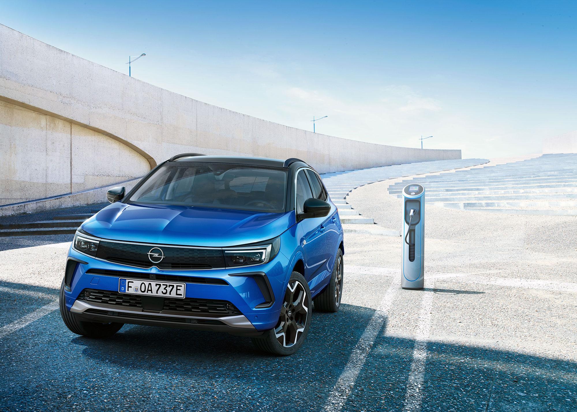 Компакт Opel Grandland претерпел подтяжку лица для Европы