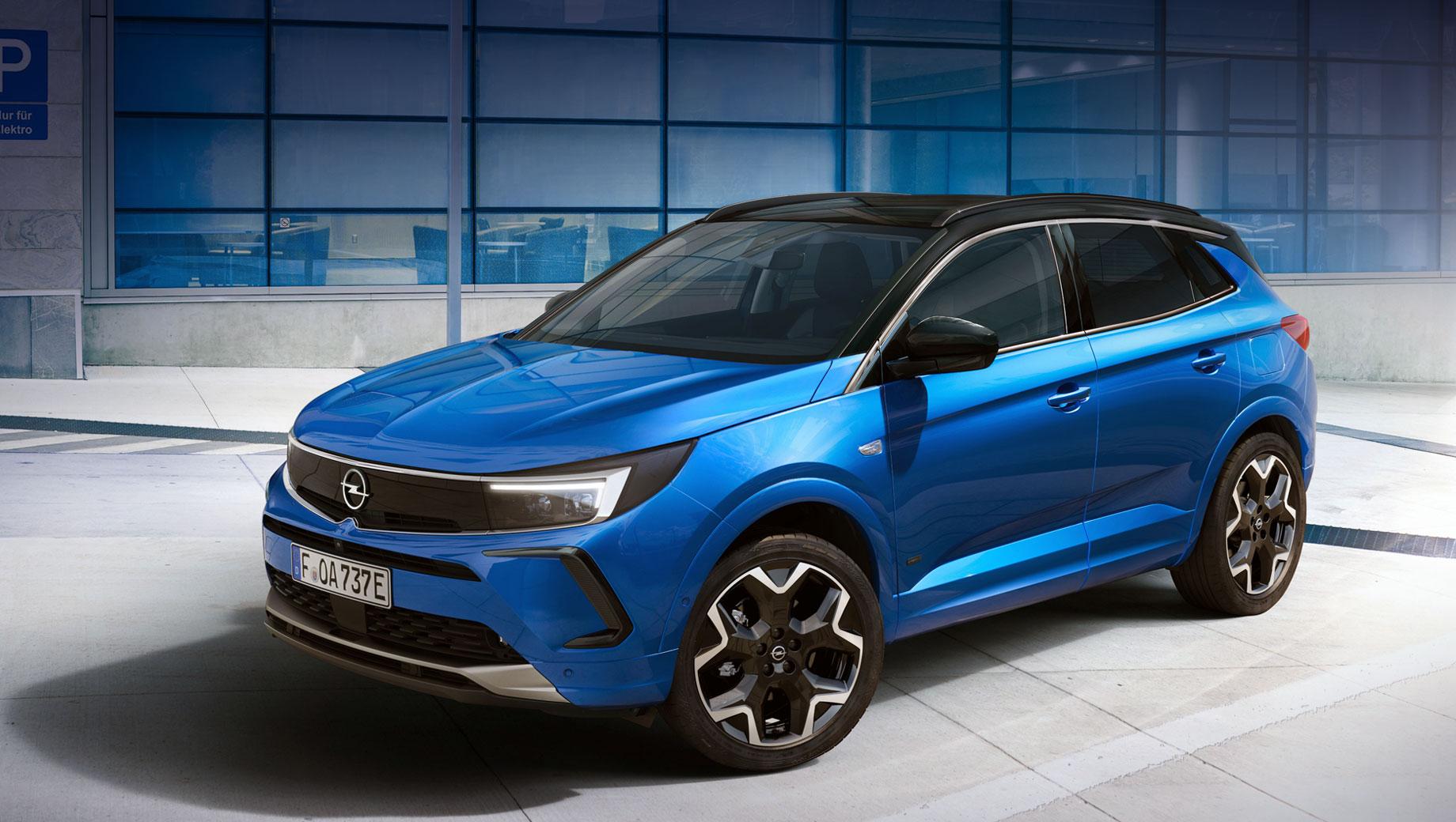 Opel grandland,Opel grandland hybrid,Opel grandland x. Передок Opel Vizor уже примерили Mokka, Crossland и Astra. У топового Грандленда (на фото) и семейства Insignia на носу размещены матричные фары IntelliLux LED Pixel Light с 168 светодиодами. Размеры у пятидверки, скорее всего, прежние: 4477×1856×1609 мм, между осей 2675.