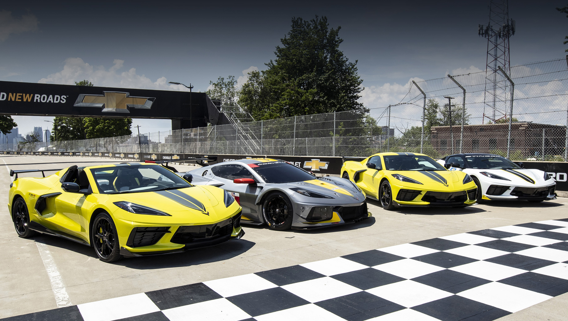 Chevrolet corvette. Новая версия Корвета была представлена на трассе Belle Isle Park в Детройте вместе с гоночными Корветами C8.R, выступавшими в IMSA.