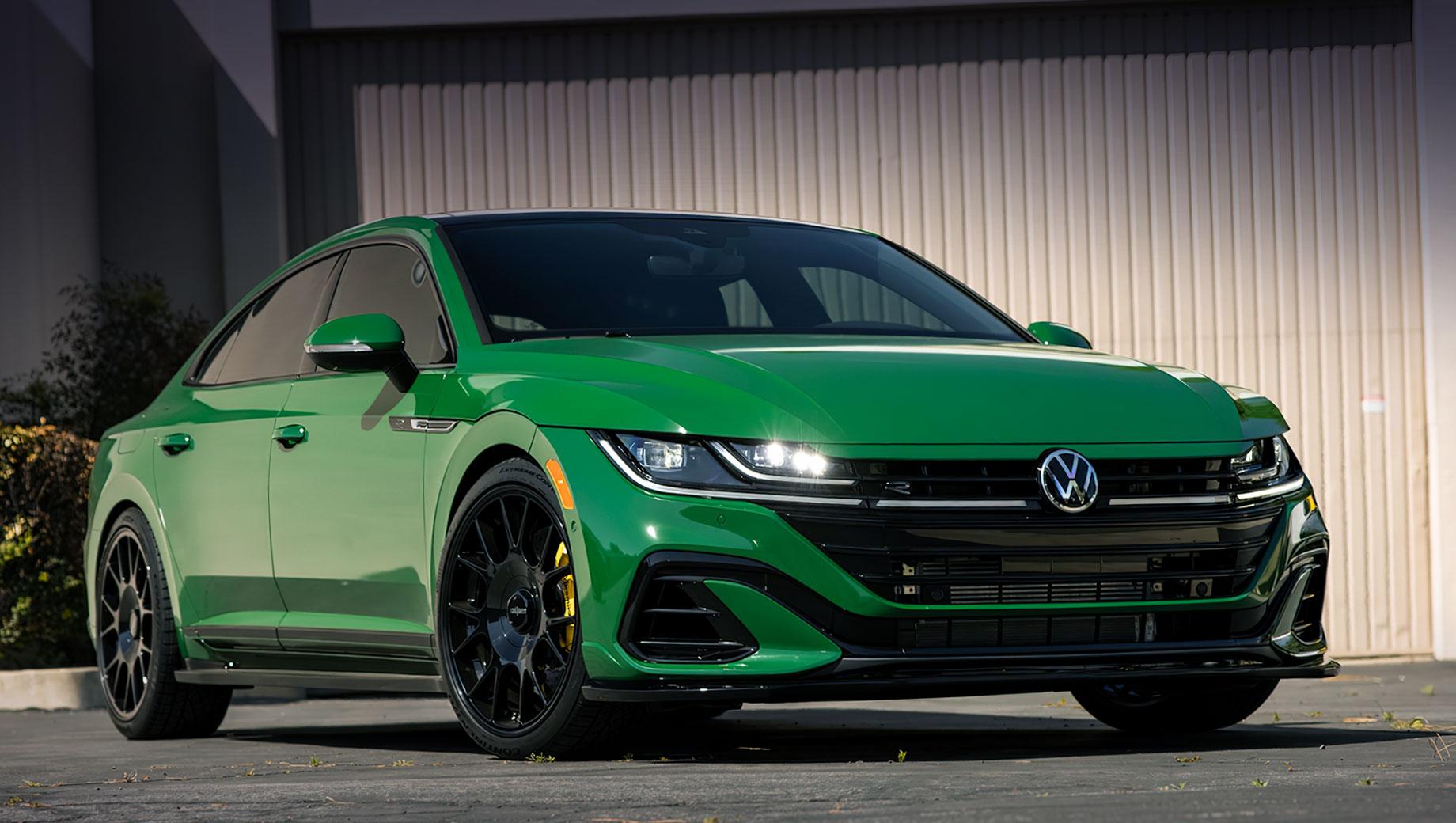 Volkswagen arteon. Биг-Сур — это участок побережья Калифорнии (и одноимённый фильм), чьи живописные пейзажи «вдохновили» цвет кузова. Подвеска занижена на 1,5 дюйма (38 мм). Добавлены сплиттер, спойлер и боковые юбки. Установлены 20-дюймовые колёса Rotiform TUF-R с глянцево-чёрным дизайном.