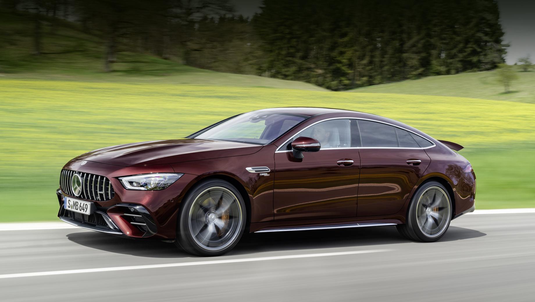 Mercedes amg gt. Версия Edition внешне выделяется пакетом V8 Styling и эксклюзивным цветом кузова Rubellite Red. Особое издание показано на примере модификации GT 53 4Matic+, но доступно со всеми моторами.