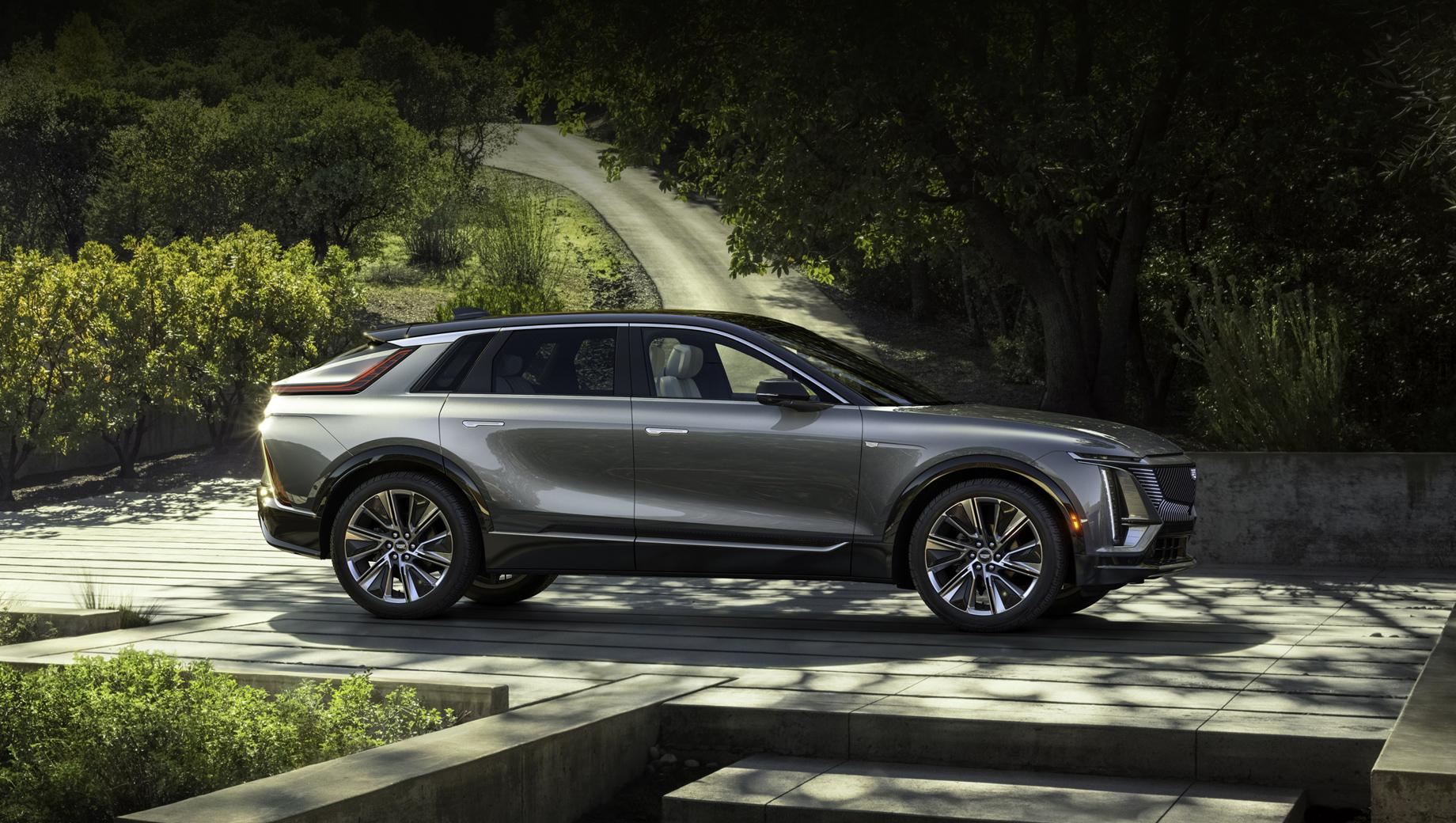 Chevrolet silverado. На пути к углеродной нейтральности (к 2040-му) всего концерна, включая заводы и продукцию, GM выведет в свет 30 моделей электрокаров к 2025 году. Их ежегодный выпуск должен превышать миллион штук. (На фото — Cadillac Lyriq).