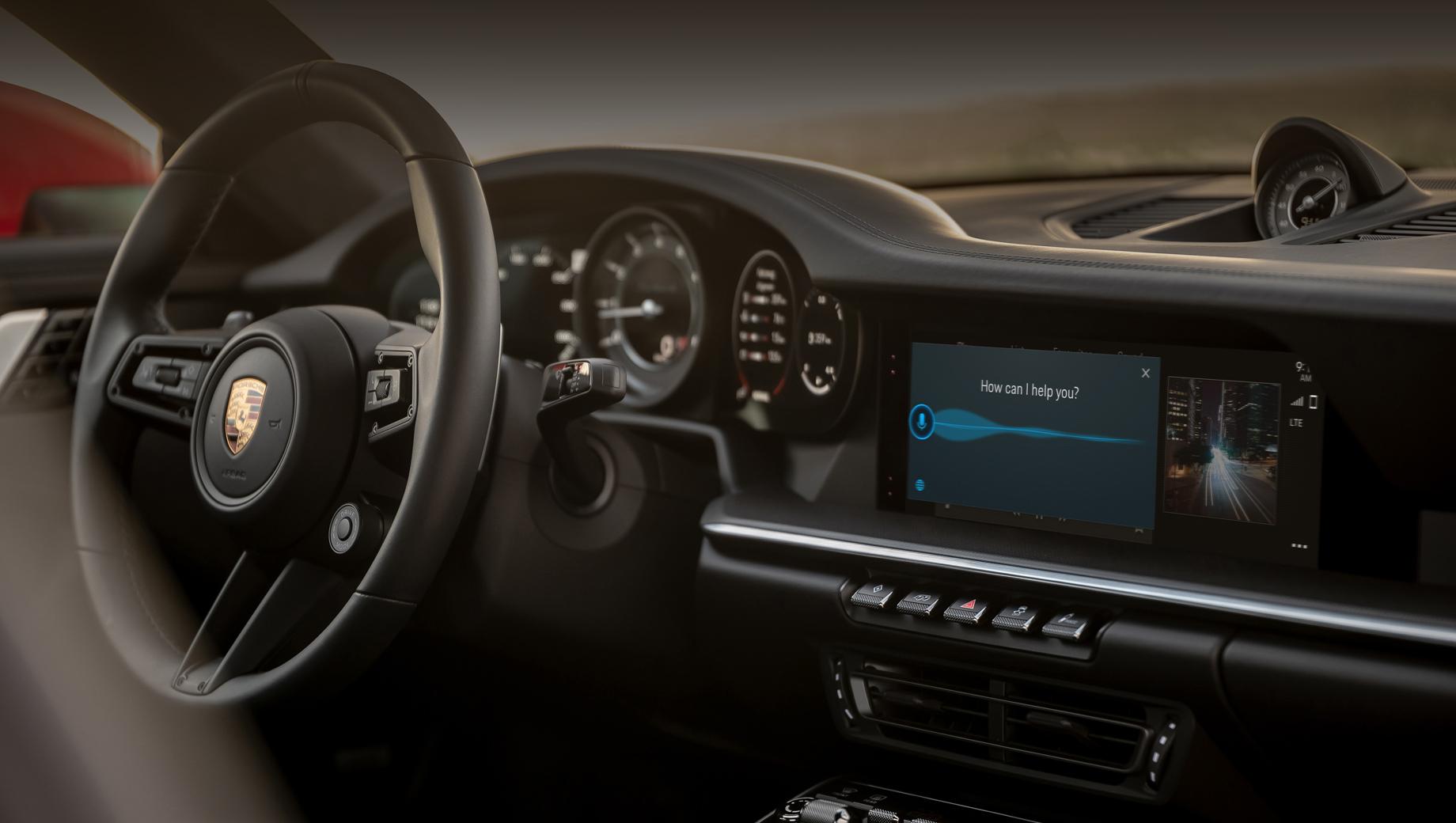 Porsche 911,Porsche panamera,Porsche cayenne. Среди обновлений — голосовой помощник Voice Pilot (активируется фразой «Hey, Porsche»), который стал «более человечным». Теперь он понимает естественную речь и фразы вроде «Мне нужен бензин» (начинает искать заправки) или «Мне холодно» (меняет настройки климата). Система постоянно на связи с сетью и обучается новым формулировкам.