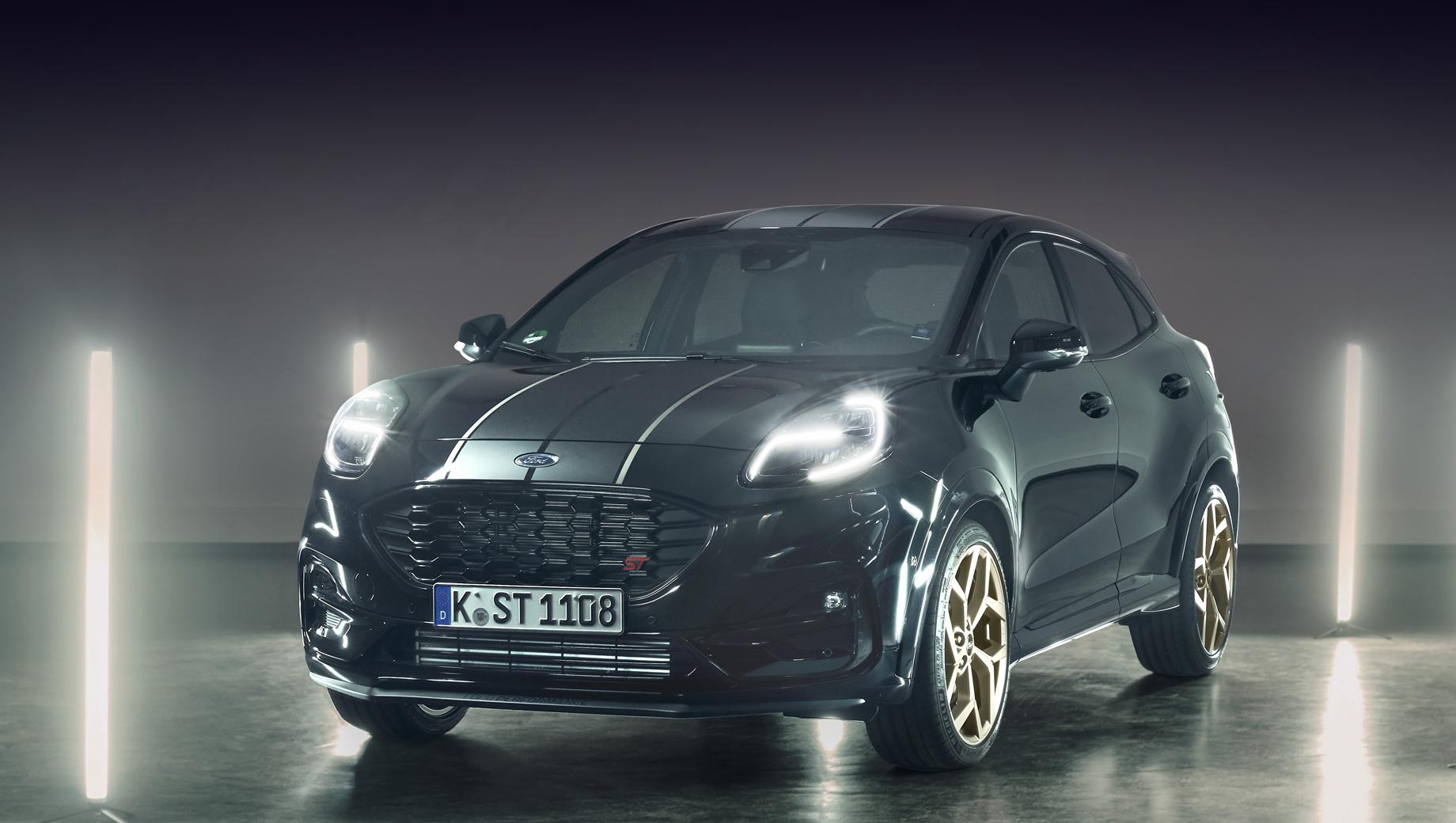 Ford puma,Ford puma st. Основной цвет кузова оказался чёрным, вдоль него пропущены серо-серебристые и золотистые наклеенные полосы, светло-золотистого (или скорее светло-бронзового) оттенка стали колёсные диски.
